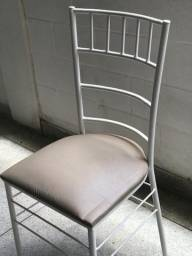 Cadeiras Tiffany de ferro e Mesas