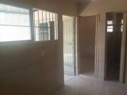 Casa de 2 quartos em Realengo, com água inclusa