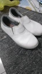 Sapato branco nº - 40 só 50,00 reais