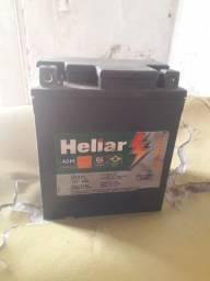 Bateria de moto semi nova $ 100 marca heliar