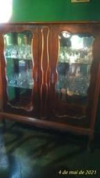 Cristaleira antiga em madeira