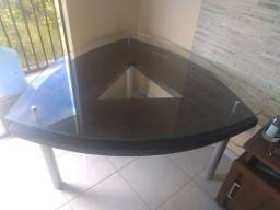Mesa triangular de vidro