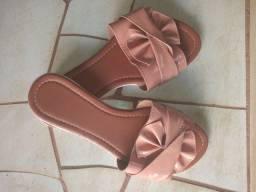 Vende-se sandália