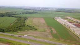 Título do anúncio: Área industrial com 102.800 m² frente para Rodovia