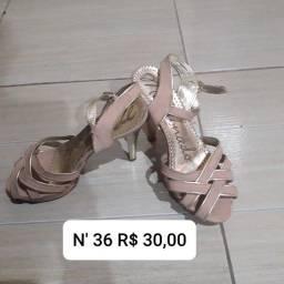 Vendo botas e sandálias