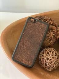 Capa iPhone 6/6s Madeira Mãos do Mundo