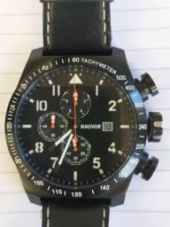 Relógio Magnum Três chaves multifuncional