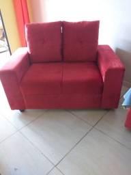 Vende-se sofá novo cor vermelho.