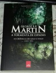 A Tormenta das Espadas - As Crônicas de Gelo e Fogo - Vol. 3 - George R. R. Martin - Usado