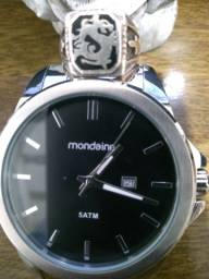 Relógio Mondaine 55mmde caixa todo inoxidável,top de linha ideal pra casuais e festas chic