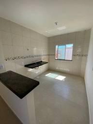 Linda casa no Camurupim com 2 quartos - Piso no porcelanato