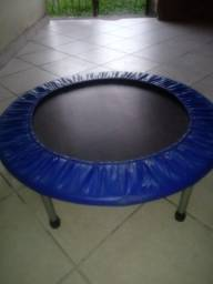 Vende-se trampolim Mor