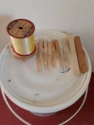 Linha e agulhas para fabricar rede ou tarrafa