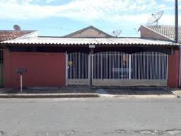 Esta linda casa com 02 quartos em bairro bem localizado na cidade de Sales SP.