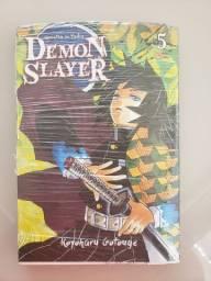 Mangá Demon Slayer (Kimetsu No Yaiba) n° 05 no plástico - R$ 20,00