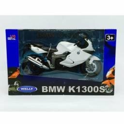 Miniatura de moto BMW K1300S, na escala 1/10