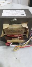 Transformador de alta-tensão microondas