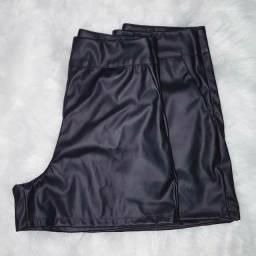 Short courino preto