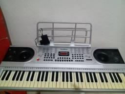 Vendo um teclado 61 teclas para aprendiz