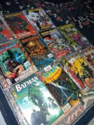 Vendo quadrinhos Batman e Vingadores