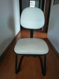 Cadeiras usadas em bom estado a partir de R$