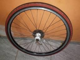1 roda Shimano 26 reduzida traseira valor 120,00.