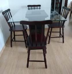 Mesa 90x120 com 4 cadeiras de madeira