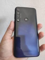 Moto g8 plus vendo ou troco.