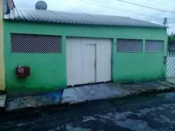 Aluga-se essa casa não paga água nem luz na quadra do Manoa