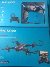 Dois drones e um helicóptero controle remoto