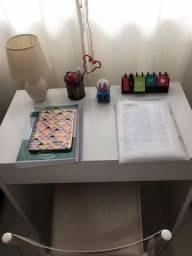 Escrivaninha + cadeira