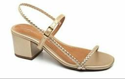 Sandália salto bloco médio dourado / preto