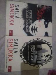 2 livros e um marcador de página