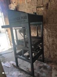 Máquina de fabricação de blocos