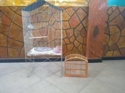 Vendo um galão e uma gaiola de madeira pequena por r$ 100