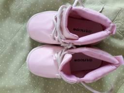 Sapatos infantis nunca usados