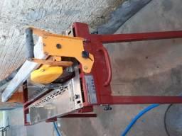 Máquina de cortar porcelanato e todo tipo de piso R$ 2500