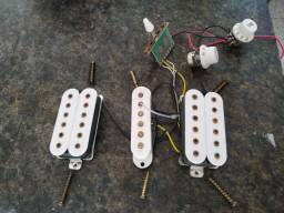 Captadores Dimarzio e circuito completo com chave 5 posições botão volume e tone