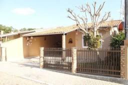 DI118 (Condomínio Fechado) Linda Residência 2 suítes mais 2 quartos e piscina privativa