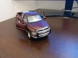 Miniatura Da Pick-up Dodge Ram 2002 - Quad Cab - 1:27