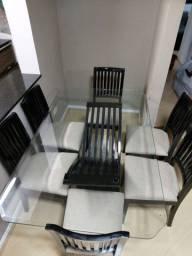 Vendo mesa e cadeiras