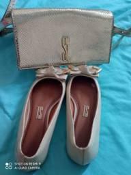 Bolsa é sapato Santa Lolla.
