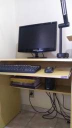 Vendo computador completo com mesa. Valor: 900 reais .