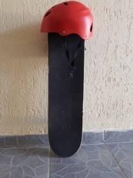 Skate pouco usado + capacete tamanho M