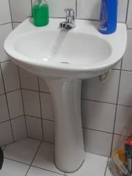 Vendo lavatório com coluna para banheiro