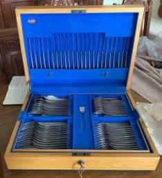 Faqueiro em inox Casa Weigand com 101 peças mais caixa embalagem em madeira.