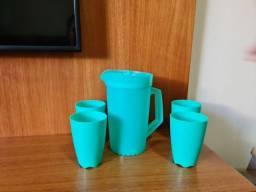 Jarra de plástico 2 litros e 4 copos Tupperware