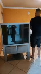 Vendo TV reto projeção