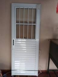 Porta de alumínio já com vidro nova