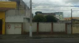 Casa na rua ao lado do shopping 28 R$ 500 mil